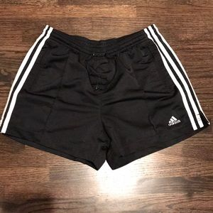 Adidas shorts (mesh lined) side pockets